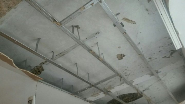 Thrilling! Ceiling fell over teacher's desk in Balti classroom