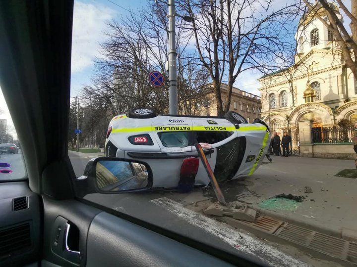 Accident involving a police car: Collided with another car and overturned