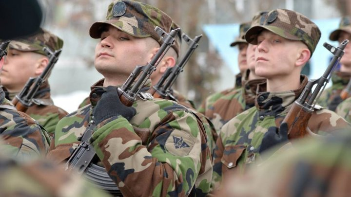 Soldiers of Guard Battalion take the oath of faith and ready to defend the homeland