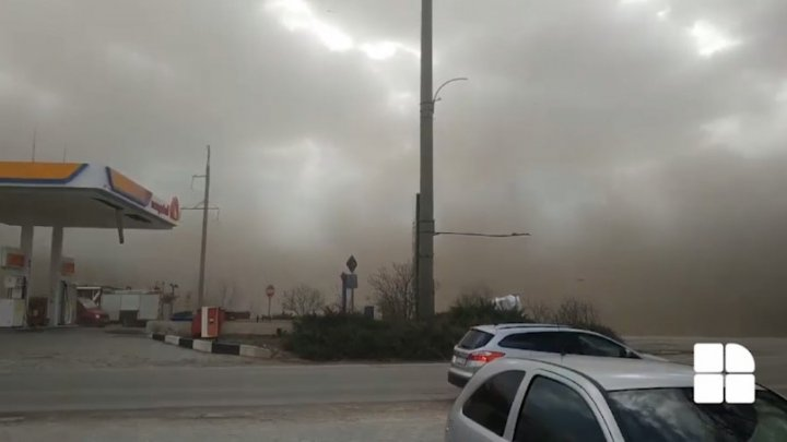 Frightening video filming Fălești covered amid dust storm in seconds