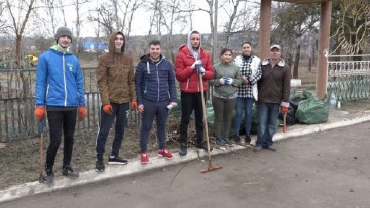 Moldova People Are Cleaning Up The Environment In Viral #Trashtag Challenge