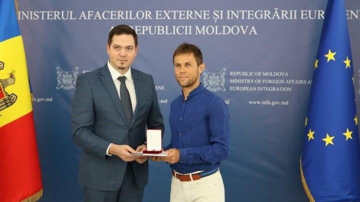 Radu Albot decorated with Diplomatic Award by Tudor Ulianovschi
