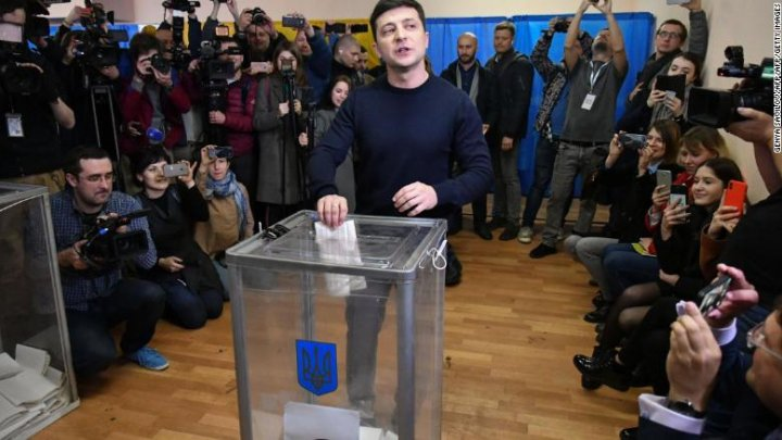 Ukraine election: Politically inexperienced comedian leads first round of Ukraine's presidential elections