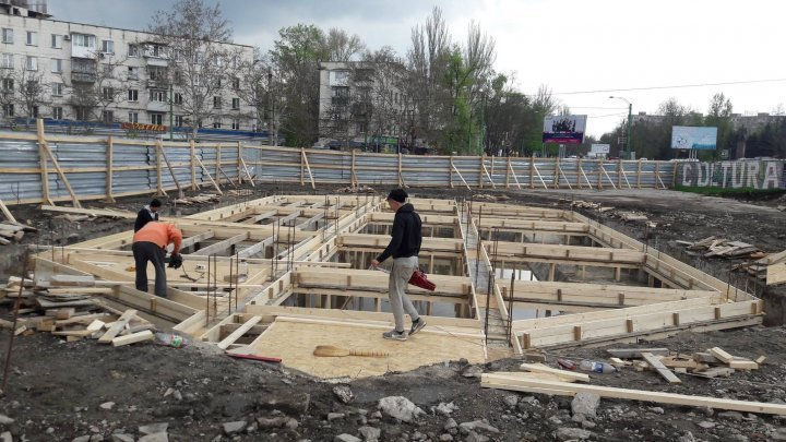 Chisinau citizens heartened with new street fountain (photo)