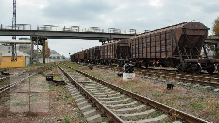 Woman from Gagauzia hit gravely by train while crossing railroad wearing earphones