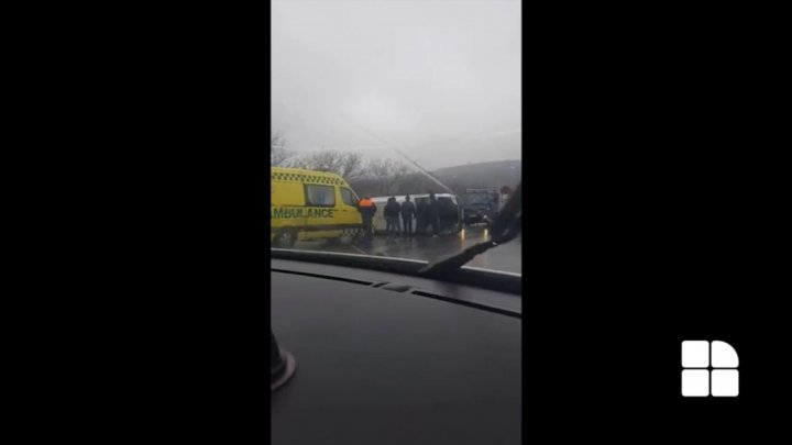 Minibus spins following grave accident in Orhei. Did the driver consume alcohol? (video)