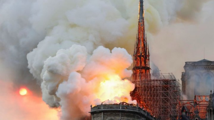 Live Video: Paris' Notre Dame Cathedral set to fire