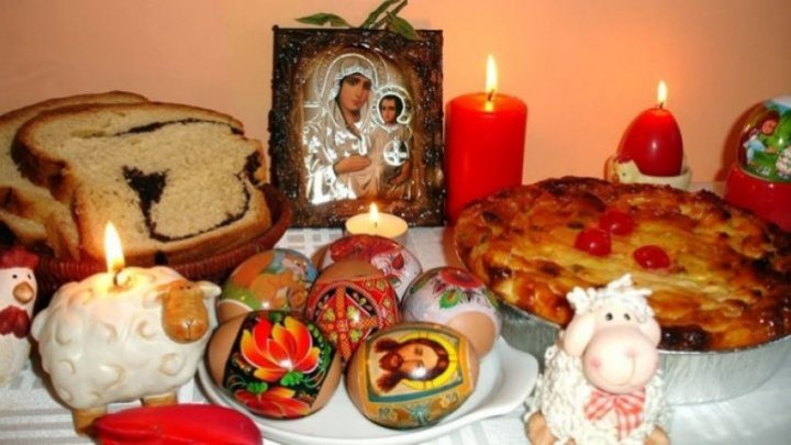 How does a Moldovan family traditionally celebrate Easter?