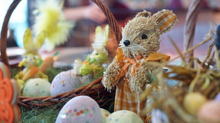 How do Moldovan celebrities savour Easter joy whilst preserve traditions?
