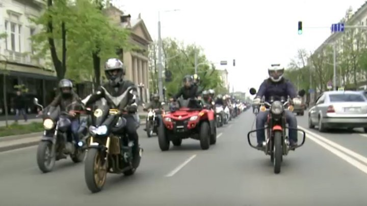 Motorcycles parade in center of Capital (PHOTO)
