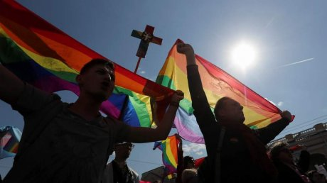 Nearly a third Russians would disown a gay friend, study shows