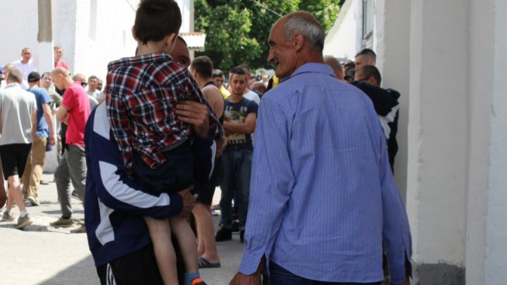 Branesti prisoners had a family reunion day. Over 350 persons came to visit those behind the bars