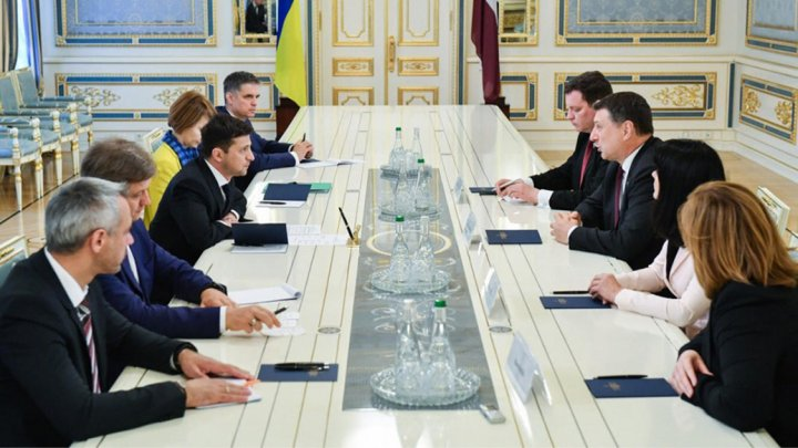 Ukraine's new president Zelenskiy asked US for Stronger Anti-Russia Sanctions on First Day in Office