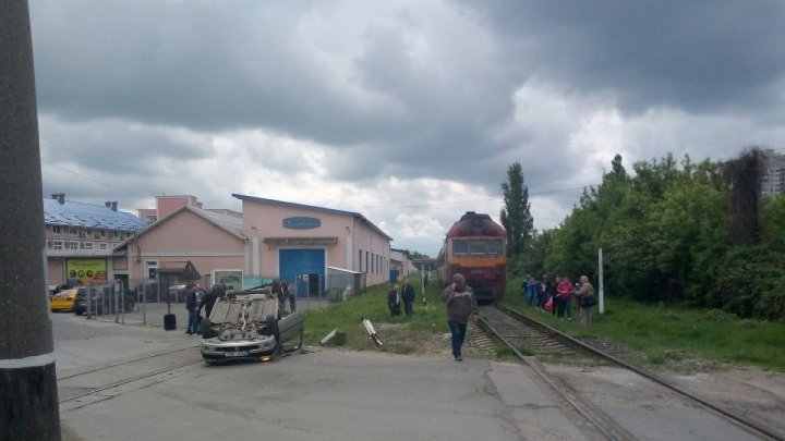 Terrifying moment when train collided with a car in Chisinau