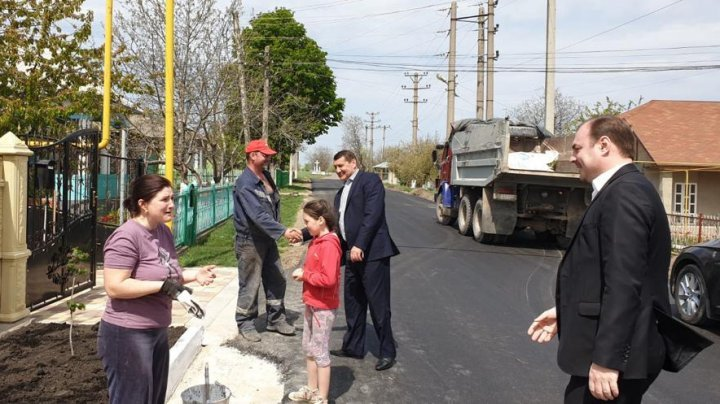 Telltale signs that politician fulfills his promise: People from Florești enjoy walking on well-built roads