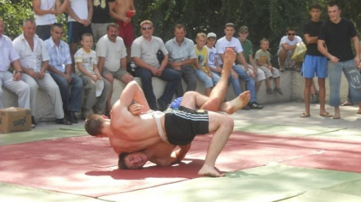 Sport fans met last weekend at an athletic festival in Burlacu village. The best were awarded with degrees and trophies