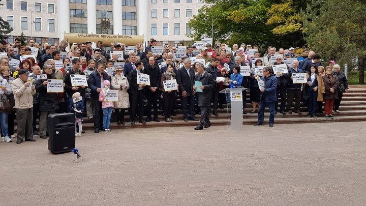 Political alliance ACUM performed a manifestation in front of Parliament. Andrei Nastase didn't show up