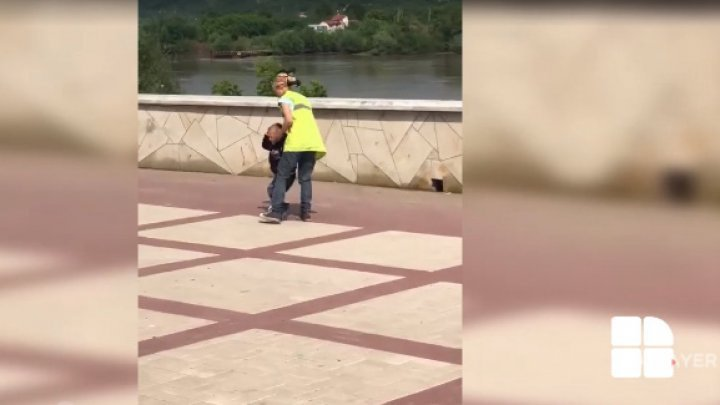 Footage of mother hitting her child. What do authorities say (VIDEO)