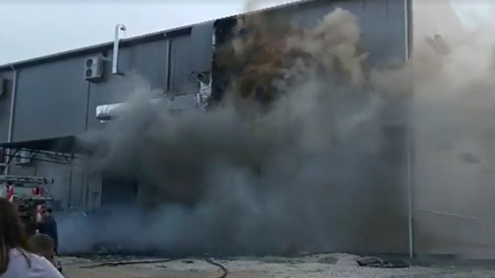 Seven fire trucks called to blaze at a shopping center in Balti (video)