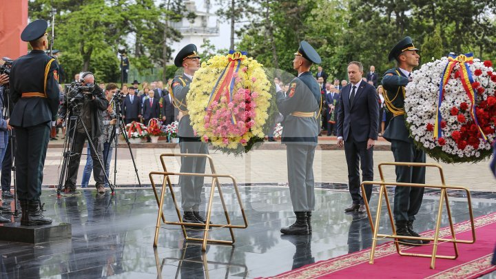 How do Moldovan people from other cities celebrate Victory Day?