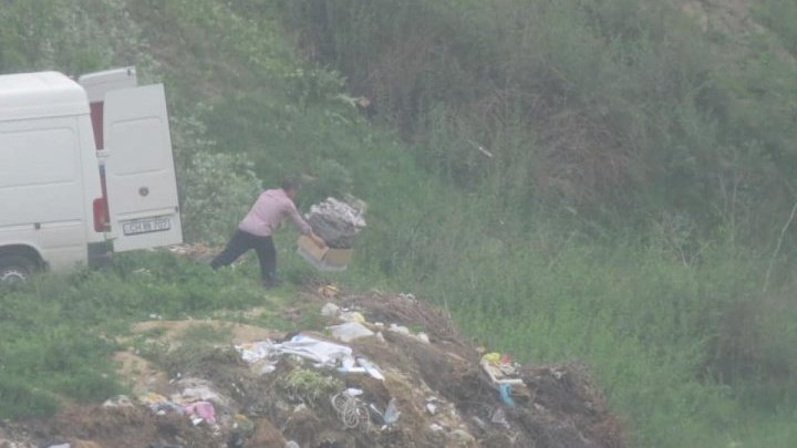 A man from Cahul got fined for throwing trash irregularly