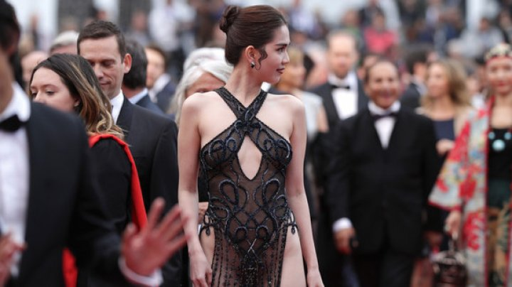 Vietnamese model flaunts in daring outfit at Cannes Film Festival