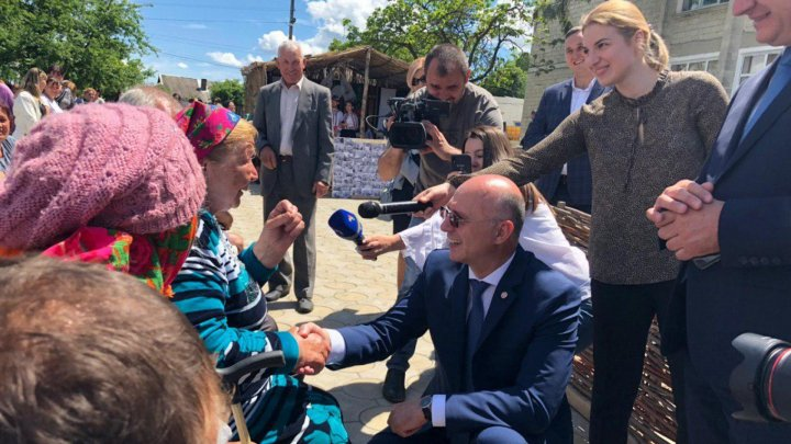 PM Filip celebrates traditions with Străşeni people amid love melody and loud applause