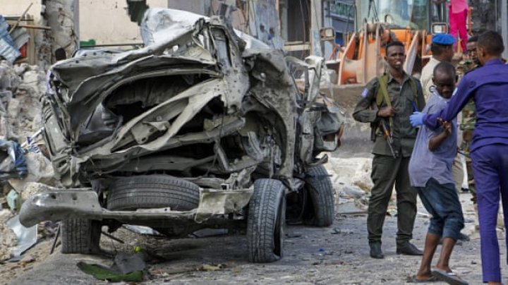 Kenyan police officers killed by roadside bomb near Somali border