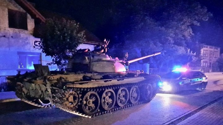 Drunk man freaked out the streets of a small Polish town driving a Soviet tank (PHOTOS)