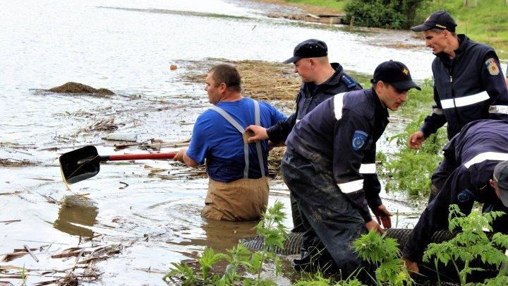 IGSU officers sought to intervene following slashing rains