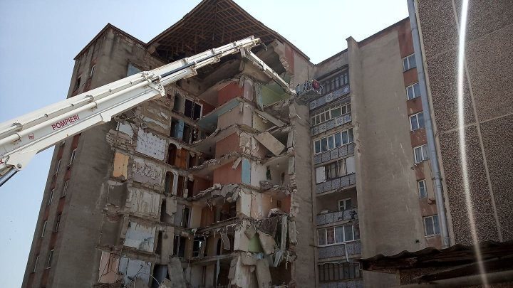 Andrei Nastase went to theatre instead of going to Otaci where a nine-floor block of flats has crashed