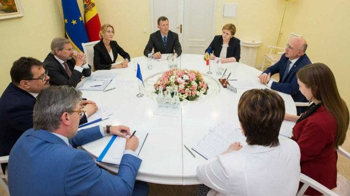 Our country's political situation and relations between Moldova and EU discussed by Pavel Filip and Johannes Hahn
