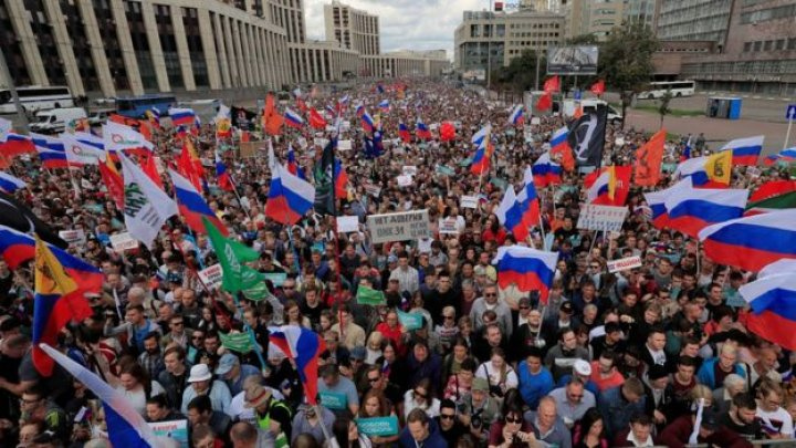 Thousands protest in Moscow for free and fair elections