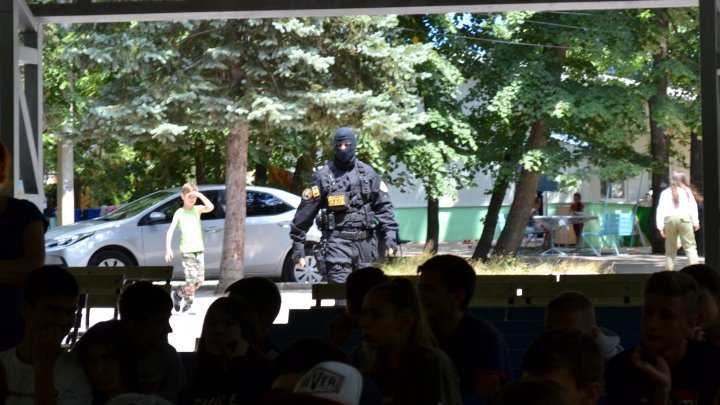 Students informed terrorism-related dangers and protection rules