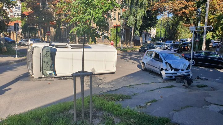 Car accident at Chisinau center early morning