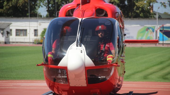 Glodeni woman transported by emergency by SMURD aerial crew to Chisinau hospital (PHOTO/VIDEO)