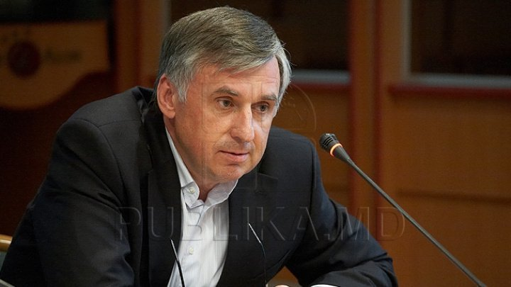 Why does ex-PM Ion Sturza request dismissal of Economy Minister Vadim Brînzan?