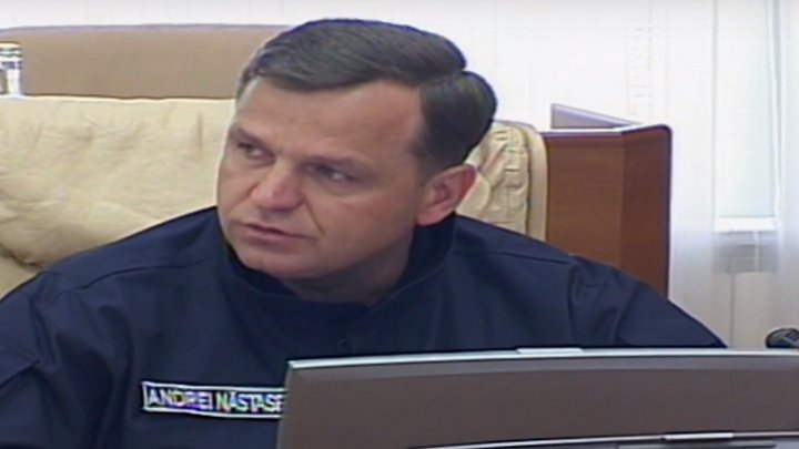 Andrei Nastase came at the Governmental session dressed in policeman's uniform. Usatii: He could dress as a spaceman as well