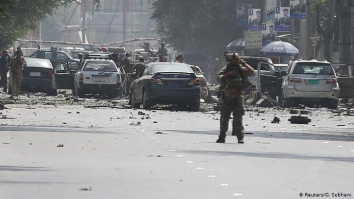 Afghanistan: Continuous blasts hit Kabul diplomatic area. Romanian killed in first attack