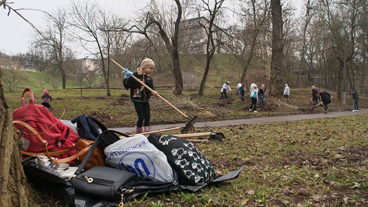 Companies and Chisinau locals urged to keep clean their territories