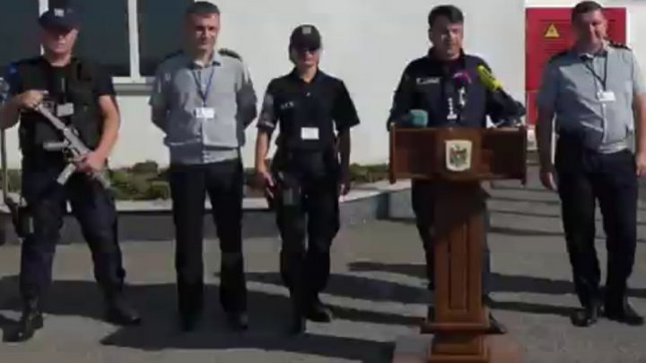 The Head of border police Rosian Vasiloi came to a press conference with more armed border policemen