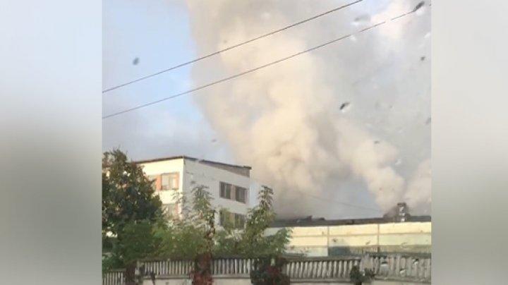 Warehouse in Ciocana district caught fire. Six fire trucks are on scene (video)