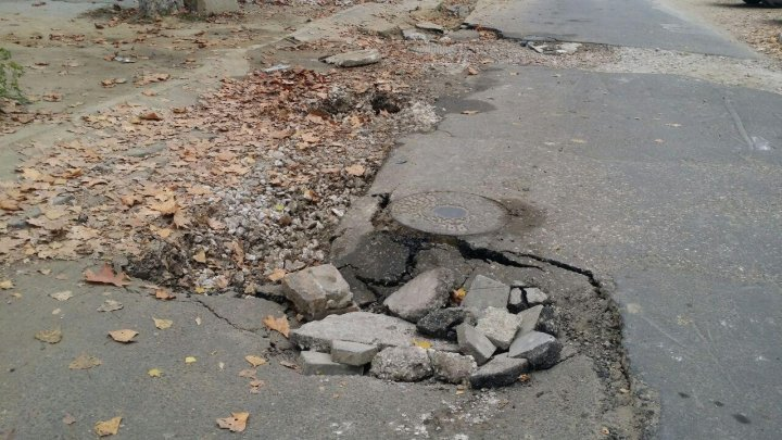 Two-month asphalt layer is now filled with pits on 31 August street near the Emergency Hospital