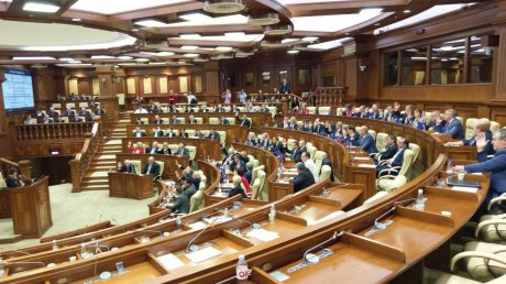 Parliament votes in favor of the Chicu Government