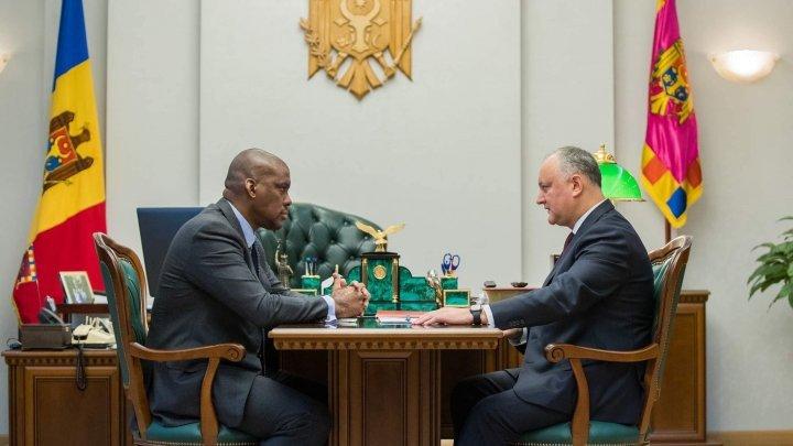 President Dodon informs US Ambassador the risk of Moldova's government collapse