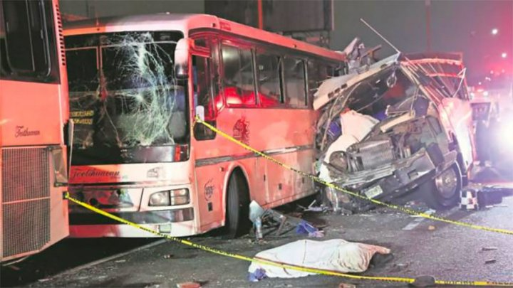 At least 12 killed and 20 injured in Mexico 3-bus collision