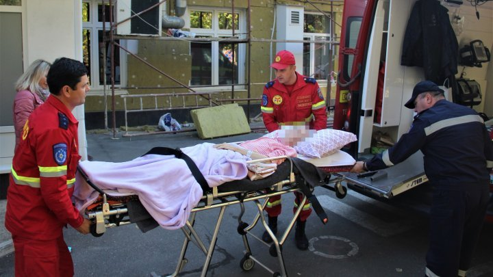 A 66-year-old woman transported to Moldova from Italy by SMURD