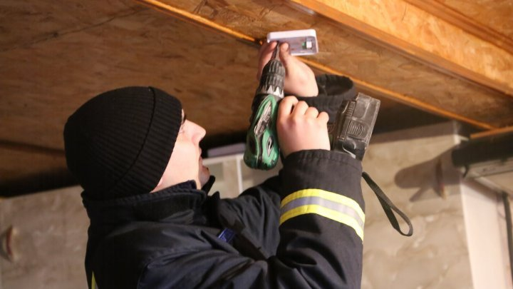 Smoke detectors mounted in nearly 1000 houses of vulnerable families in five districts