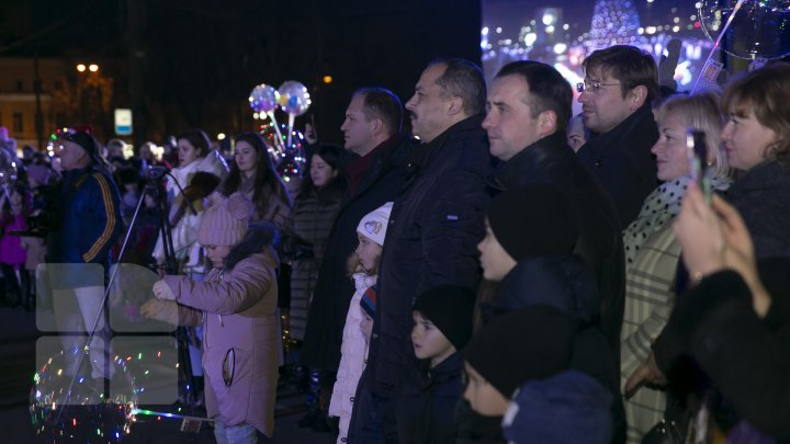 Moldova's main Christmas tree inaugurated in Chisinau (photos)