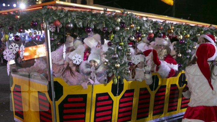 Moldova's main Christmas tree inaugurated in Chisinau (photos)